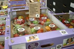 Eine Million Bio-Früchte tragen die Botschaft 'Save our Soils' in die Supermarktregale in ganz Europa. (Bildnachweis: Nature & More).